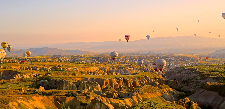 Bild von Heißluftballons am Horizont